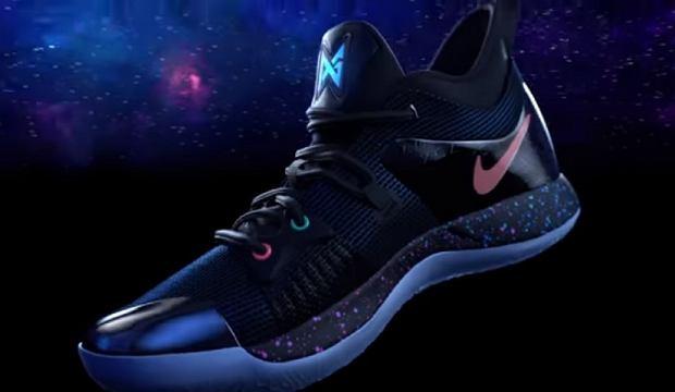 Nike, Sony oraz koszykarz Paul George wspólnie stworzyli buty, które zdają się być marzeniem wszystkich fanów PlayStation i koszykówki. Już niedługo będą dostępne w wybranych sklepach.
