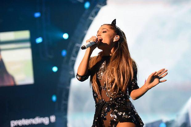 Ariana Grande podczas trasy koncertowej