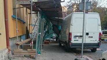 Na ul. Pomorskiej we Wrocławiu runęło rusztowanie