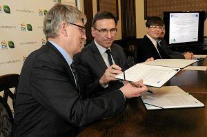 http://bi.gazeta.pl/im/23/f6/c3/z12842531M,Podpisanie-umowy-na-finansowanie-reaktywacji-tramwajow.jpg