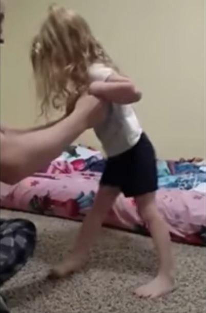 Po kilku dniach 3-latka nie mogła już stać na własnych nogach.