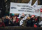 """KOD przywitał w Gdyni prezydenta Andrzeja Dudę okrzykami: """"Konstytucja!"""""""