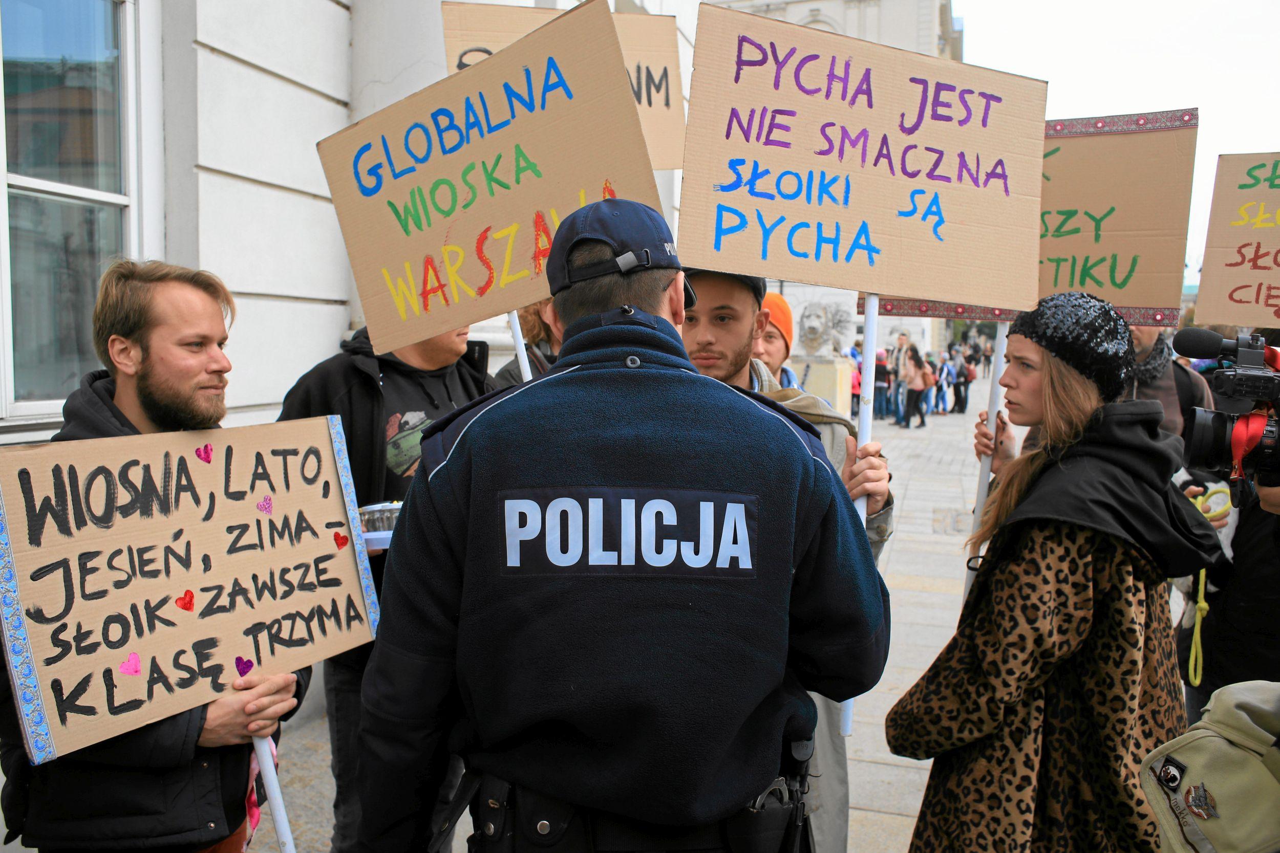 Przyjezdni mimo że mają to, czego chcieli - anonimowość, pracę, miłość - to wiedzą, że nie są u siebie, czują kompleksy (fot. Jacek Marczewski / Agencja Gazeta)