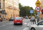 Warszawa będzie miała swoją strefę wolniejszej jazdy. Na zdjęciu strefa tempo 30 w Poznaniu