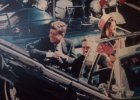 Symbol si�y Coco Chanel i mundur na wojn� Jackie Kennedy - opowie�� o pewnym r�owym kostiumie