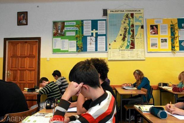 Nauczycielka etyki: Program MEN to kpina. Napisany na kolanie, do gimnazjum nie ma podr�cznik�w