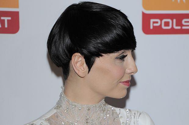 Tatiana Okupnik od pewnego czasu nie ma już krótkich włosów, do których zdążyła nas przyzwyczaić. Wokalistka je zapuściła, by niedługo oddać je potrzebującym.
