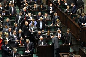 Sejm uchwalił zmiany w systemie emerytalnym [KTO JAK GŁOSOWAŁ]