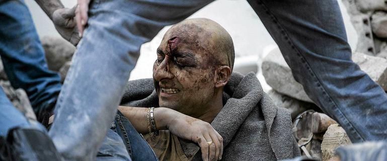 """Trz�sienie ziemi we W�oszech. """"Nie ma po�owy miasta. Ludzie pod gruzami''. 50 ofiar �miertelnych"""