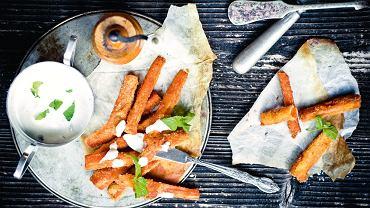 Panierowana, smażona marchewka z dipem miętowym