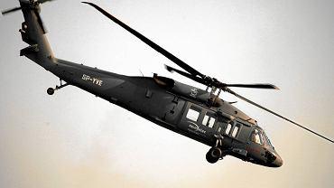 Helikopter Black Hawk produkowany w PZL Mielec - w locie, podczas pokazów lotniczych Air Show w Radomiu