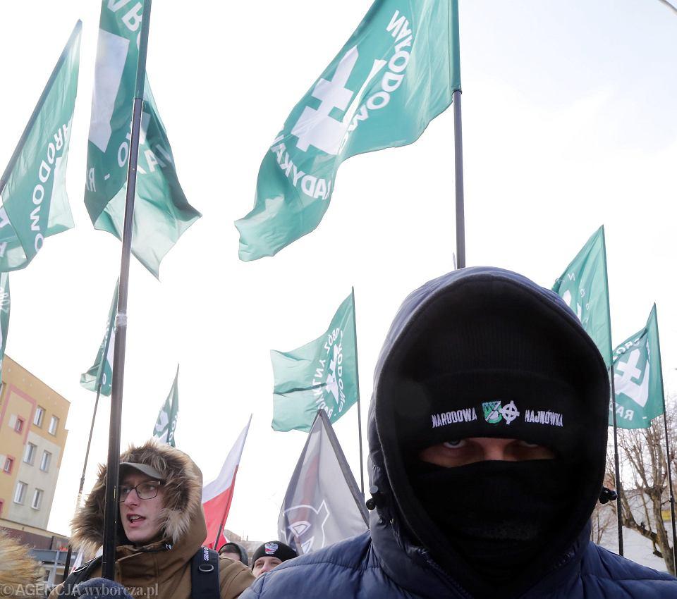 Hajnówka. III Hajnowski Marsz Żołnierzy Wyklętych zorganizowany przez Narodową Hajnówkę, ONR i Młodzież Wszechpolską gloryfikujący Romualda Rajsa 'Burego'