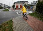 Gda�sk. Wzd�u� ulicy powsta�a �cie�ka rowerowa. Ale urz�dnicy nie chc�, by z niej korzystano