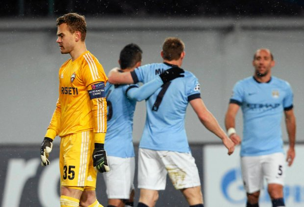 CSKA Moscow's goalkeeper Igor Akinfeev (L) reacts after conceding a goal to Manchester City's James Milner (C) during their Champions League Group E soccer match at the Arena Khimki outside Moscow, October 21, 2014. REUTERS/Maxim Shemetov (RUSSIA - Tags: SPORT SOCCER) SLOWA KLUCZOWE: :rel:d:bm:LR1EAAL1C00P8