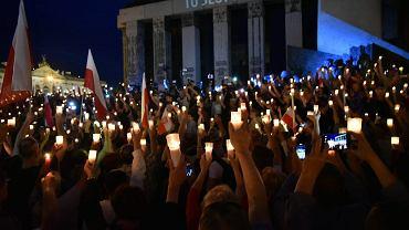 'Łańcuch światła'. Protest pod Sądem Najwyższym - przeciw pisowskim ustawom ograniczającym niezależność sądownictwa. Warszawa, 16 lipca 2017
