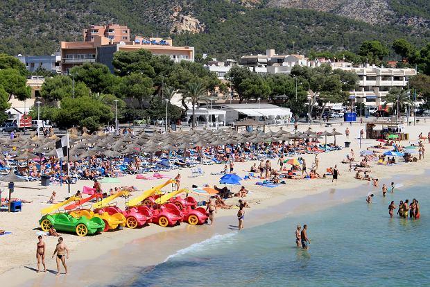 Turyści w kurorcie Palma Nova na Majorce