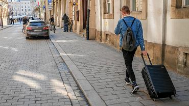 Turysta na krakowskiej ulicy