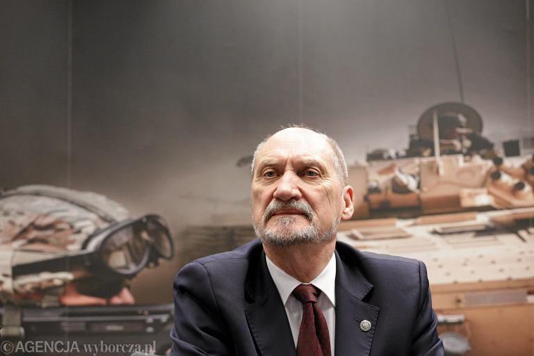 Minister Obrony Narodowej Antoni Macierewicz; Zakup przeciwlotniczych zestawow rakietowych PIORUN