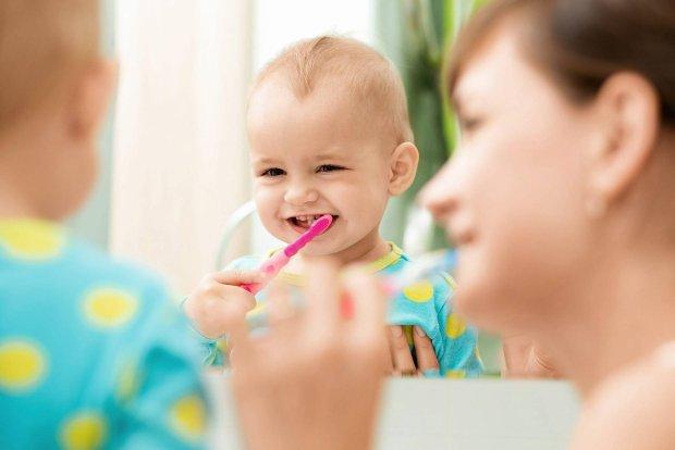 Dbamy o zęby: lekcja szczotkowania