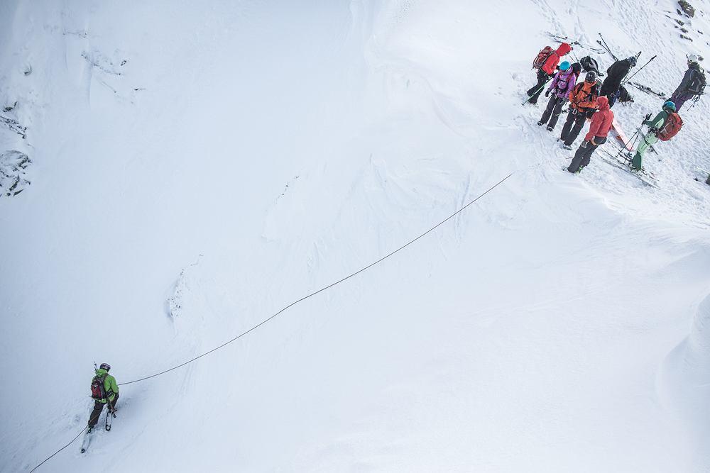 Zjazd ze stromizny z asekuracją ze stanowiska | Kurs Skialpinistyczny w Tatrach, 02.2014