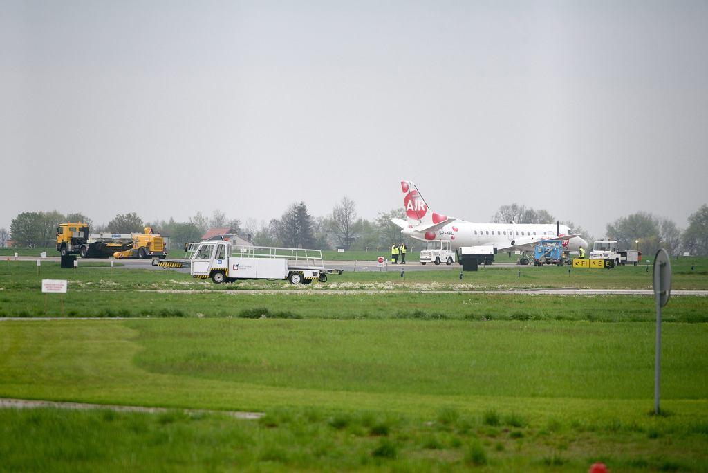 Pierwszy wylot samolotu SAAB 340A linii SprintAir z radomskiego lotniska do Berlina, kwiecień 2016 r. (fot . Andrzej Michalik/ Agencja Gazeta)