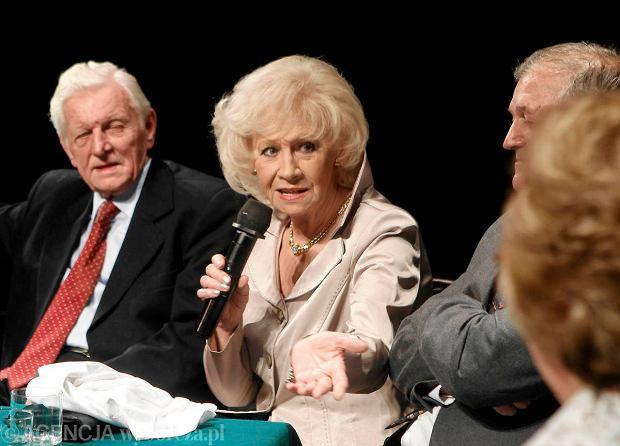 Krystyna Loska na benefisie Stanis�awa O�liz�o. Z lewej jej m�� Henryk Loska, z prawej - Hubert Kostka