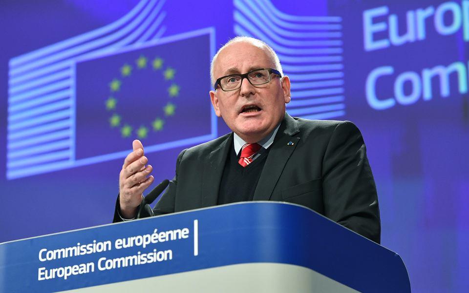 Wiceprzewodniczący Komisji Europejskiej Frans Timmermans podczas konferencji prasowej. KE uruchamia art 7 wobec Polski. Bruksela, 20 grudnia 2017