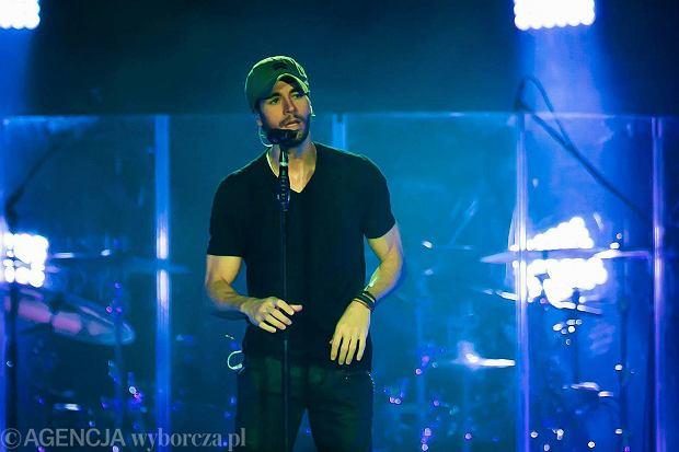 """12 stycznie odbędzie się premiera nowego singla Enrique Iglesiasa. Utwór będzie nosił tytuł """"El Ba?o""""."""