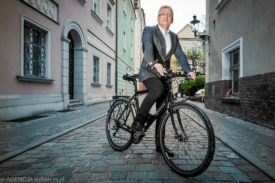 Prezydent Poznania Jacek Jaśkowiak na rowerze