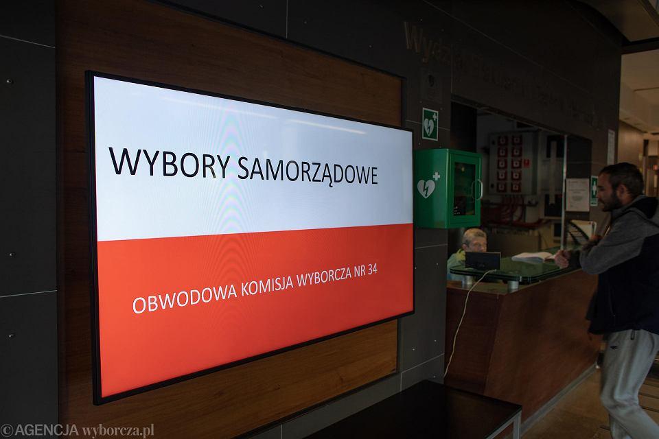 Wybory samorządowe 2018 w Warszawie. Komisja przy Nowowiejskiej 15
