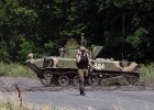 Armia, ochotnicy, nawrócony Berkut - kto walczy za Kijów na wschodniej Ukrainie