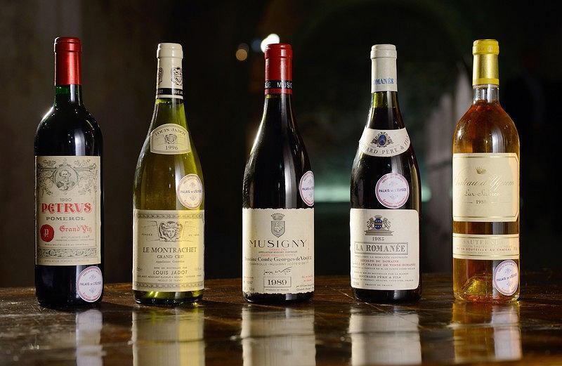 Prezydent Francji Sprzedaje Zapasy Drogiego Wina żeby Kupić Tańsze