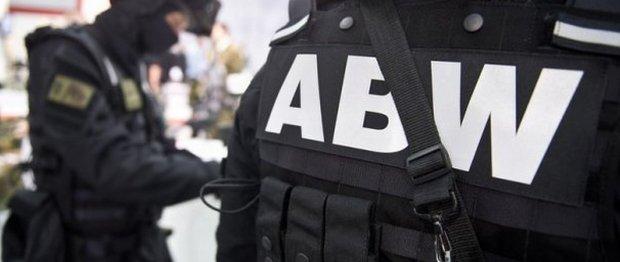 Rosyjski attach� i sekretarze szpiegowali w Polsce. ABW ma nazwiska. Wydal� ich? Rz�d si� waha