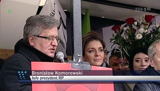 """""""Komorowski pochwala przemoc"""". """"Wiadomości"""" TVP w formie. Oberwało się byłemu prezydentowi"""