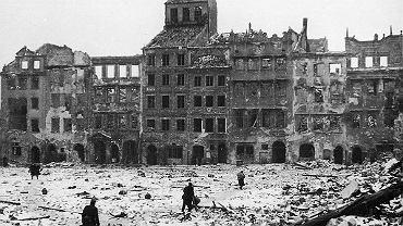 Rynek Starego Miasta w Warszawie, 1945