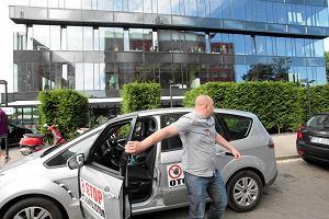 Protest handlarzy aut przed siedzibą Otomoto.pl