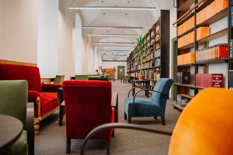 Nowa siedziba Katedry Judaistyki w budynku dawnej Biblioteki na Piasku
