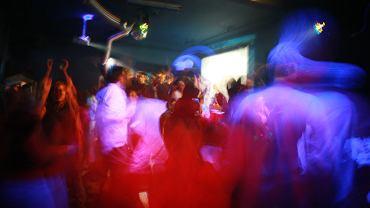 Zabawa w klubie gejowskim