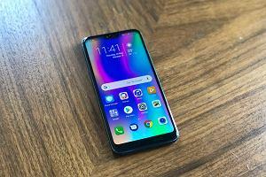 Honor 10 to świetny smartfon, na zakup którego nie wydasz raczej fortuny [PIERWSZE WRAŻENIA]