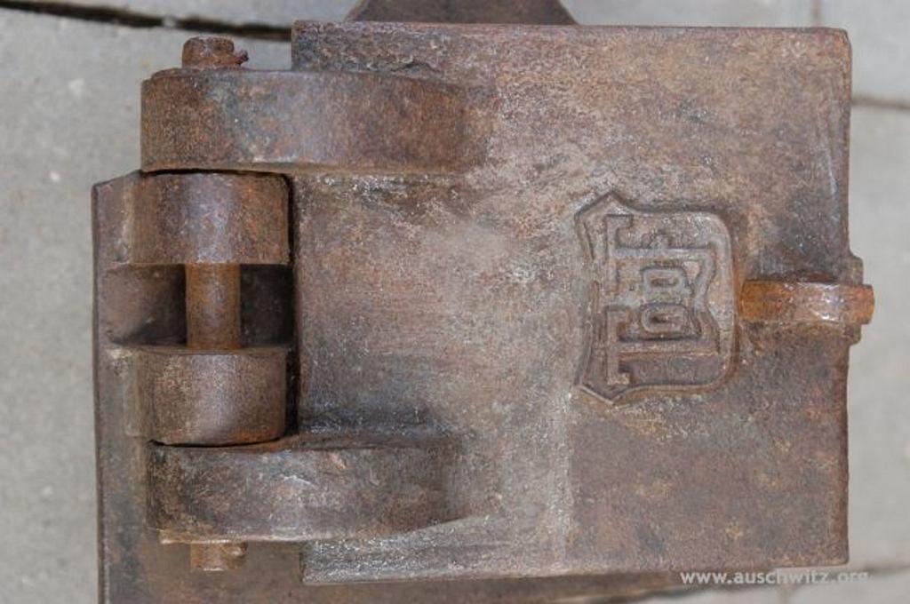 Fragment pieca krematoryjnego w Auschwitz (fot. Dział Konserwacji / auschwitz.org)