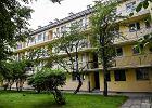 Warszawska Spółdzielnia Mieszkaniowa na Mokotowie. Zza okien dobiegał stukot maszyn do pisania