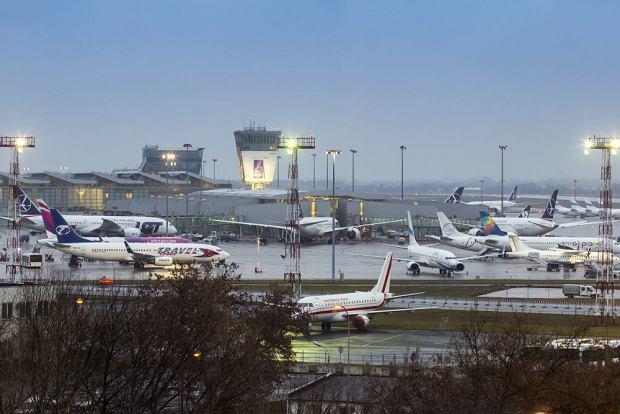 Awaryjne lądowanie na Lotnisku Chopina w Warszawie. Samolot leciał do Turcji