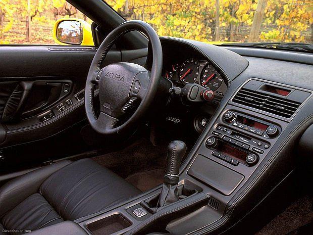 W 2002 roku auto przeszło modernizację m.in chowane światła zastąpiono tradycyjnymi
