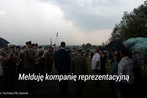 Rzecznik MON przywitany z honorami: 'Czołem panie ministrze'. Wojskowi komentują: Obciach
