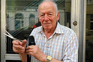 Najstarszy fryzjer w Chorzowie. Strzy�e ju� od ponad 70 lat