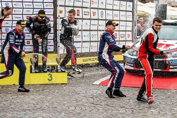 Zdjęcie numer 3 w galerii - 27. Rajd Rzeszowski. Nikolay Gryazin świętował zwycięstwo na rzeszowskim Rynku [GALERIA]