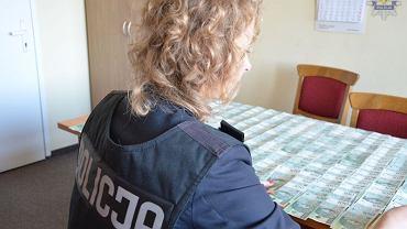W mieszkaniu jednego za aresztowanych mężczyzn znaleziono 26 tys. zł.