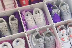 Ma niecałe 3 tygodnie i już może pochwalić się niezłą kolekcją butów sportowych