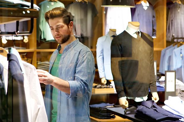 Styl casual dla mężczyzn - koszula, jeansy i spodnie dresowe w roli głównej!