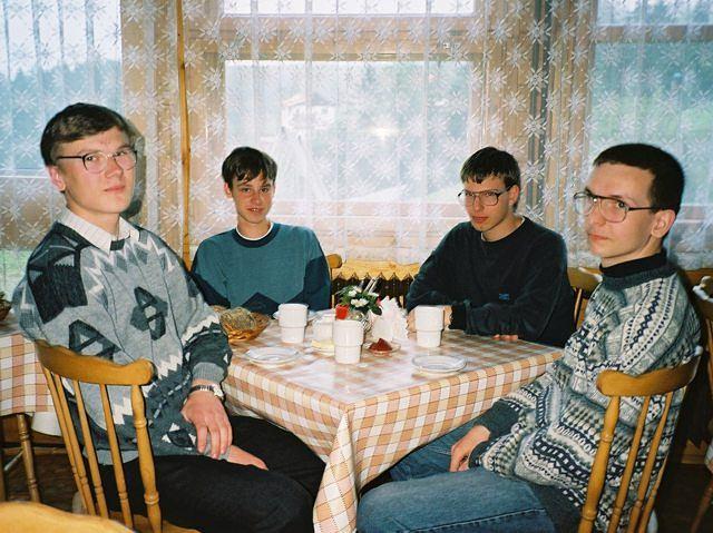 Na zdjęciu m.in. Tomasz Czajka (bez okularów)